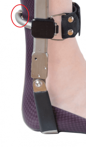 The PUR ophanging of the AFO allows just enough movement in the forward tilt of the leg to unlock the ankle hinge